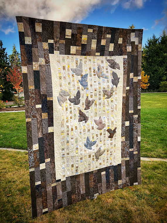 Hato (Doves) finished quilt front